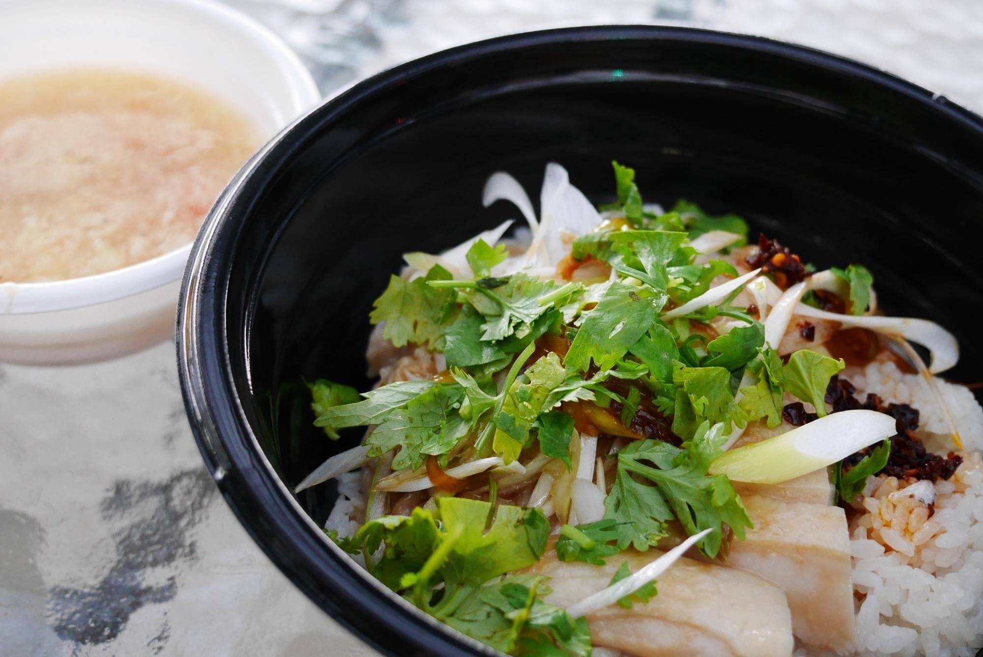 シンガポールチキンライス、トマトと玉子のスープ付