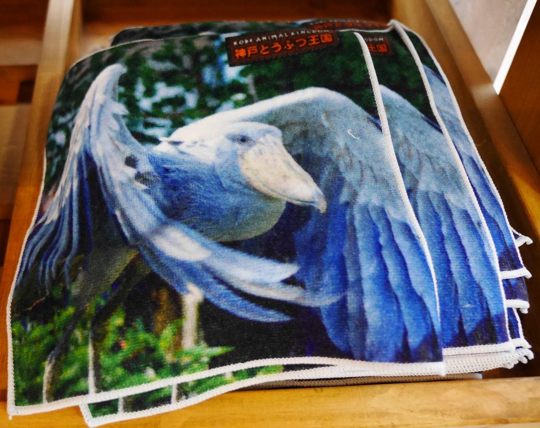 羽根を広げるハシビロコウのハンカチ